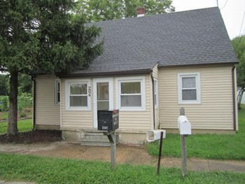 204 Main St 3 Beds House for Rent Photo Gallery 1