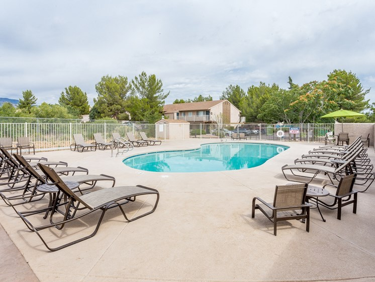 Rio Verde Apartments Swimming Pool