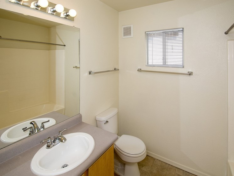 Full Bathroom at Sagewood Apartments, Cottonwood, AZ,86326