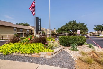 14350 Dallas Pkwy. 1-2 Beds Apartment for Rent Photo Gallery 1