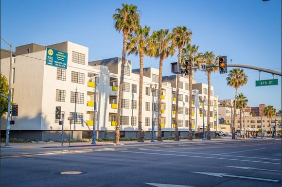 Pine At 6th Apartments 555 Pine Avenue Long Beach Ca