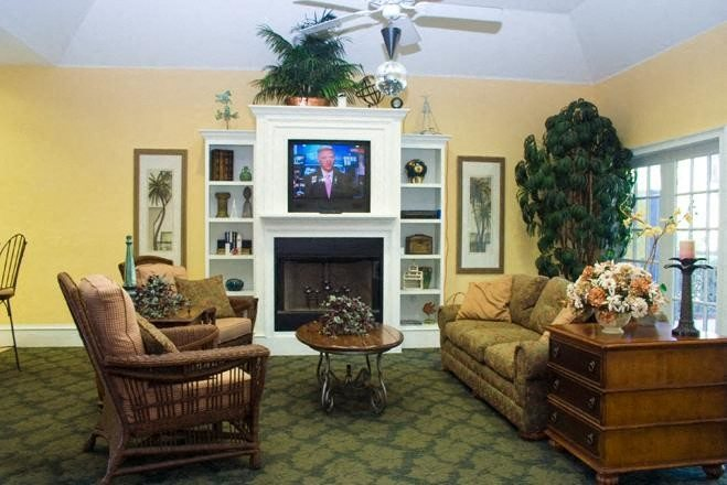 clubhouse with up-graded interiors at weston oaks apartments in holiday fl