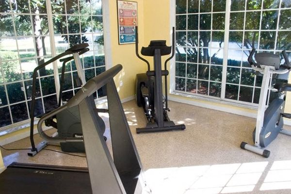 24 hour fitness center at woodbridge apartments in plant city fl
