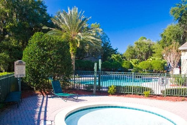 swimming pool with hot tub at woodbridge apartments in plant city florida