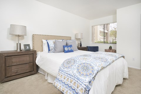 Spacious Apartments at The Knolls, Thousand Oaks, 91362