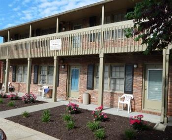 110 N Lightburne 1 Bed Apartment for Rent Photo Gallery 1