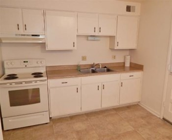 E 40th Street 1-3 Beds Apartment for Rent Photo Gallery 1