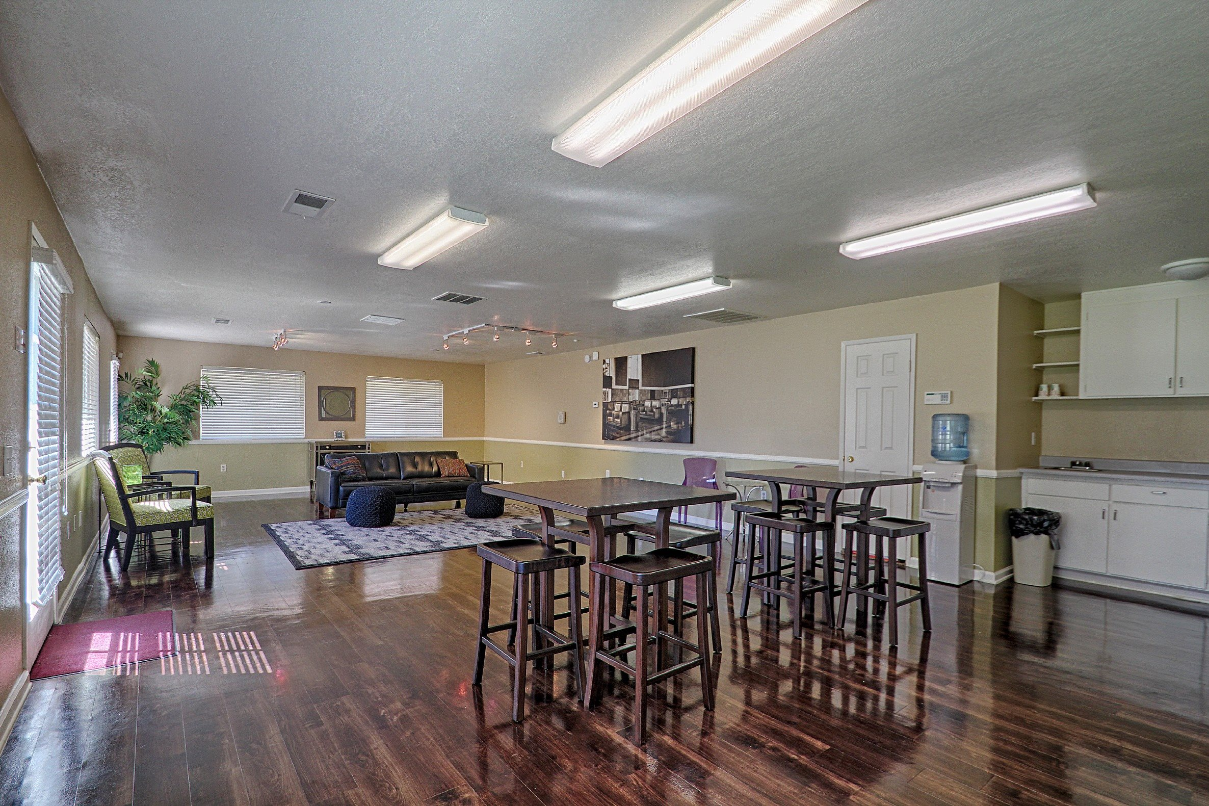 Clubhouse at Country Hills Apartments in Corona, CA