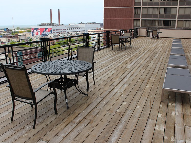 Rooftop sundeck, at Reserve Square, Cleveland