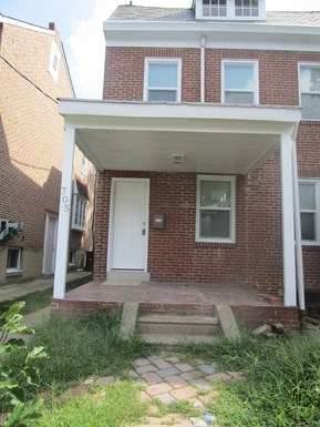 705 W 29th St 3 Beds House for Rent Photo Gallery 1