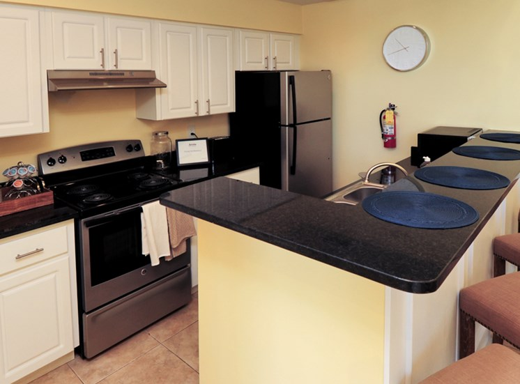 Kitchen 4 | Avesta Bay Crossing Apartments Tampa, Fl