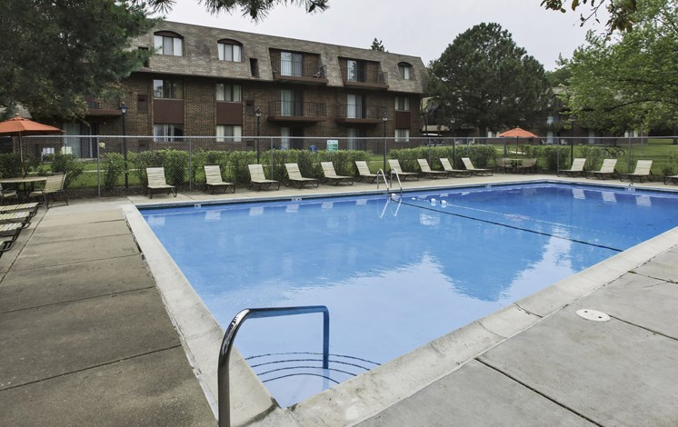 Pool and sundeck at Fox Crest Apartments in Waukegan, IL
