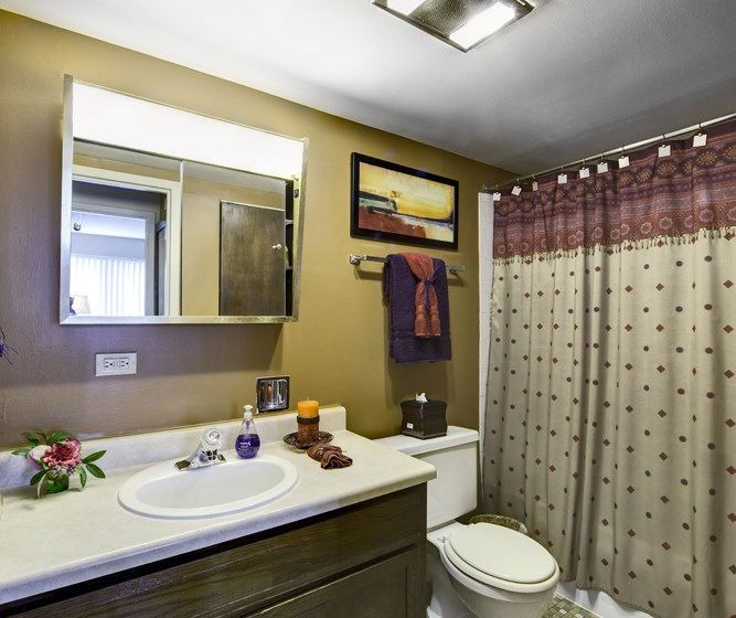bathroom in Fox Crest Apartments in Waukegan, IL