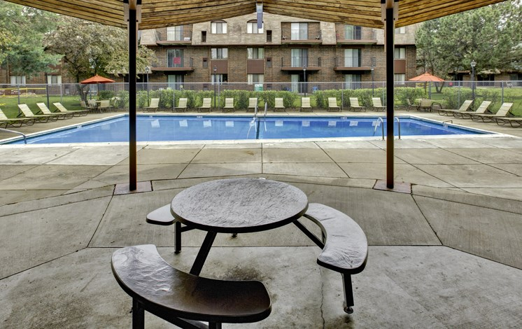 Sundeck at Fox Crest Apartments in Waukegan, IL