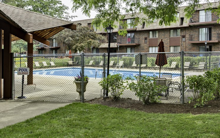 Beautiful landscaping at Fox Crest Apartments in Waukegan, IL