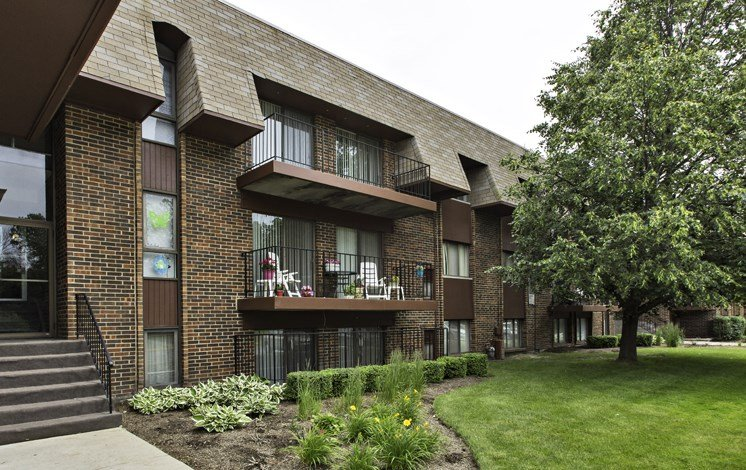 Community views at Fox Crest Apartments in Waukegan, IL