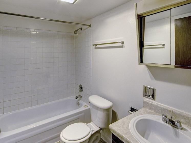 Apartments in Waukegan, IL bathroom