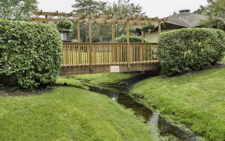 Apartments in Waukegan, IL scenic landscaping