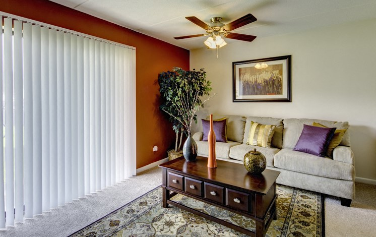 Apartments in Waukegan, IL living area