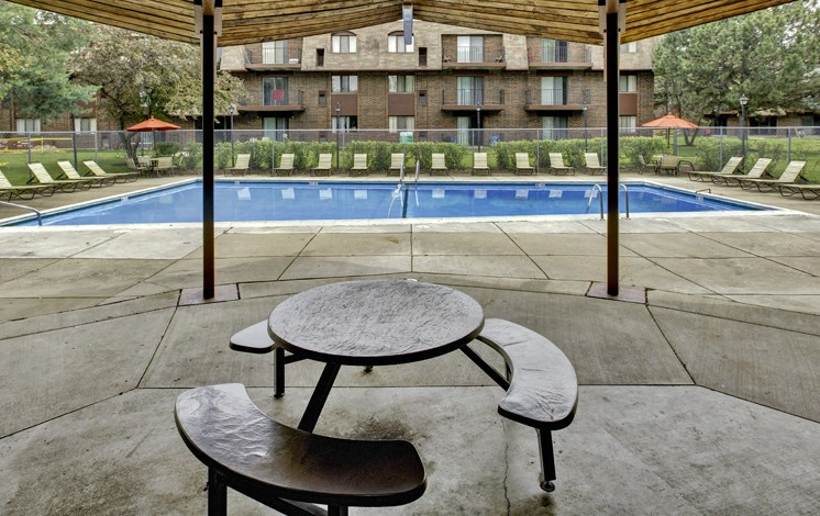Apartments in Waukegan, IL sundeck