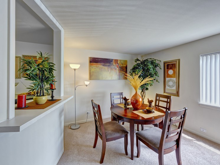 Dining room at Harbor Pointe Apartments in Waukegan, IL