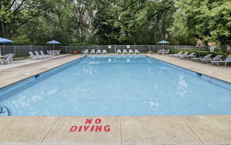 Pool_and_sundeck