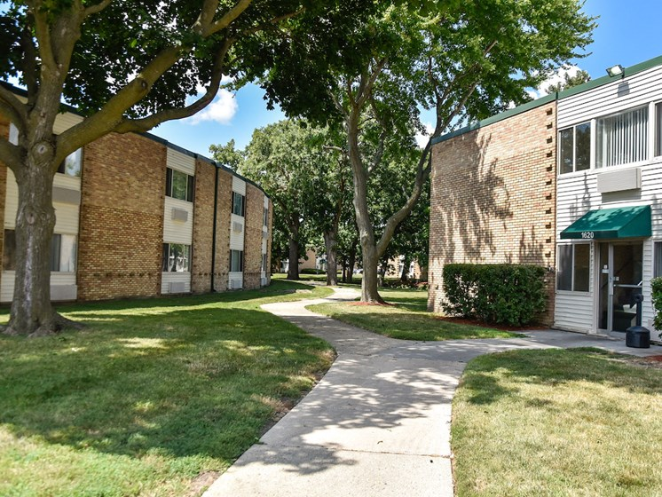 Convenient path to buildings at Harbor Lake Apartments in Waukegan, IL