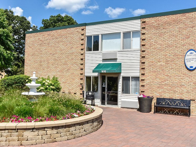 Stop In For a Tour Today at Harbor Lake Apartments in Waukegan, IL
