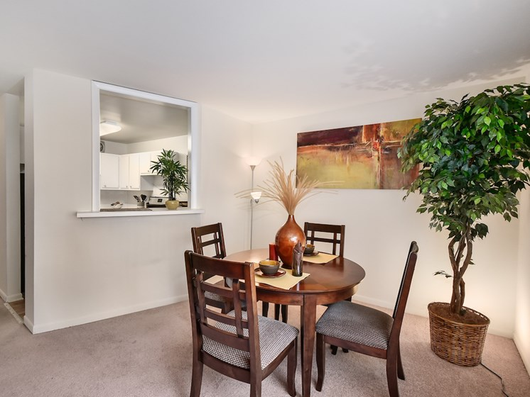 Dining room at Harbor Lake Apartments in Waukegan, IL