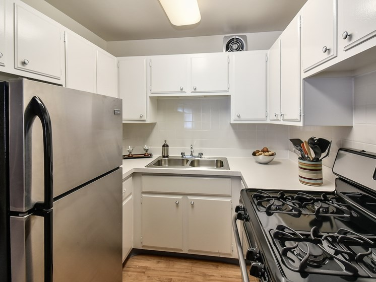 Stainless Appliances at Harbor Lake Apartments in Waukegan, IL