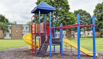 Apartments in Waukegan, IL with a playground