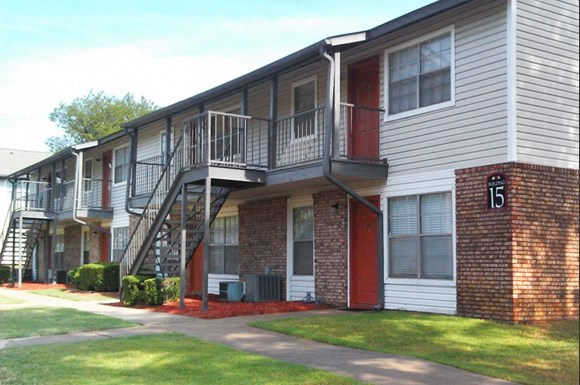 The berkley apartments 1601 n shackleford little rock for 3 bedroom apartments in little rock ar