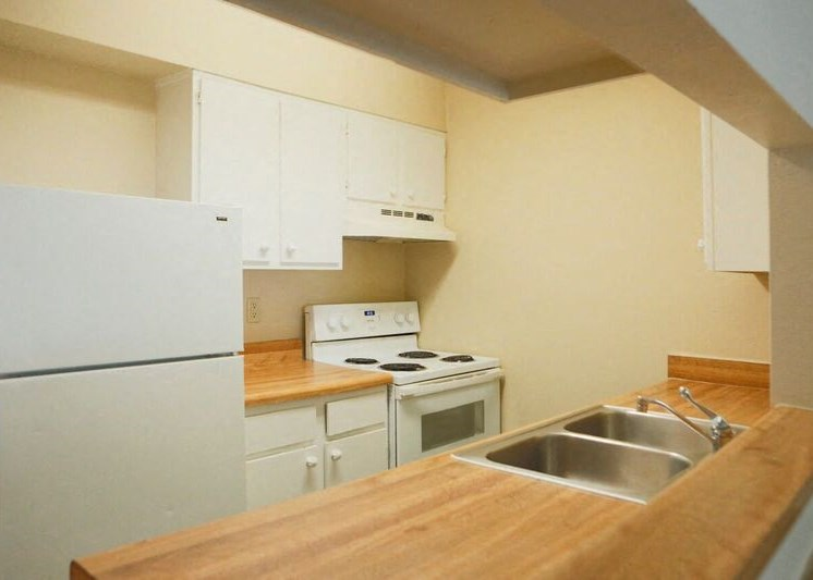 Kitchen in Berkley Apartments in Little Rock