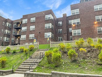 440 W. Sedgwick Gardens 1-2 Beds Apartment for Rent Photo Gallery 1