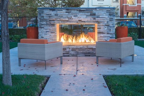 Fairfield Apartments-Park Crossing Lounge with Firepit