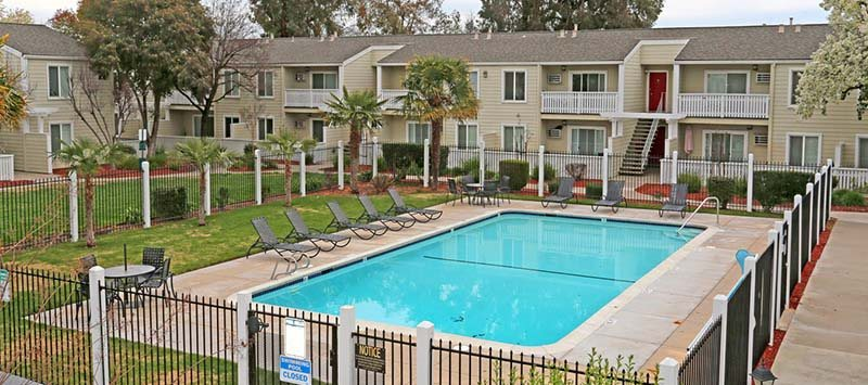 Pool and building view l Park Brentwood CA Apartments for rent