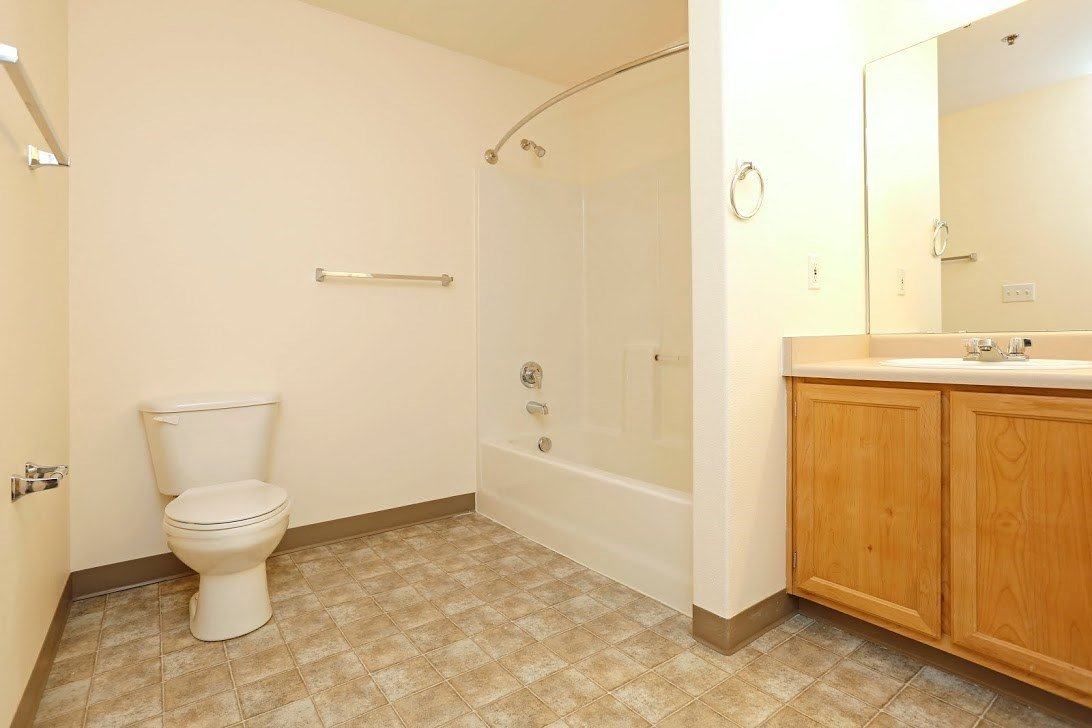 Bathroom l Redwood Commons Apartments McMinnville, OR