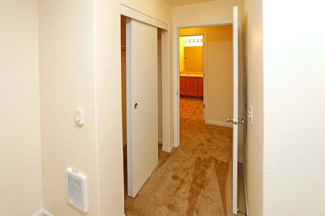 Hallway l Redwood Commons Apartments McMinnville, OR