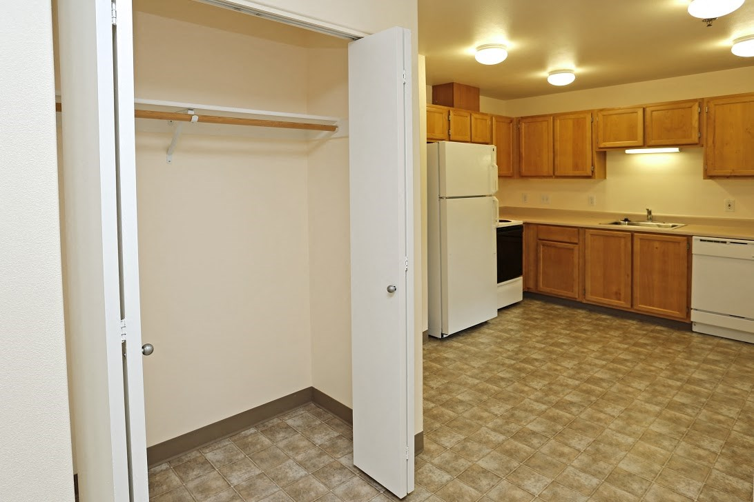 Kitchen and closet l Redwood Commons Apartments McMinnville, OR