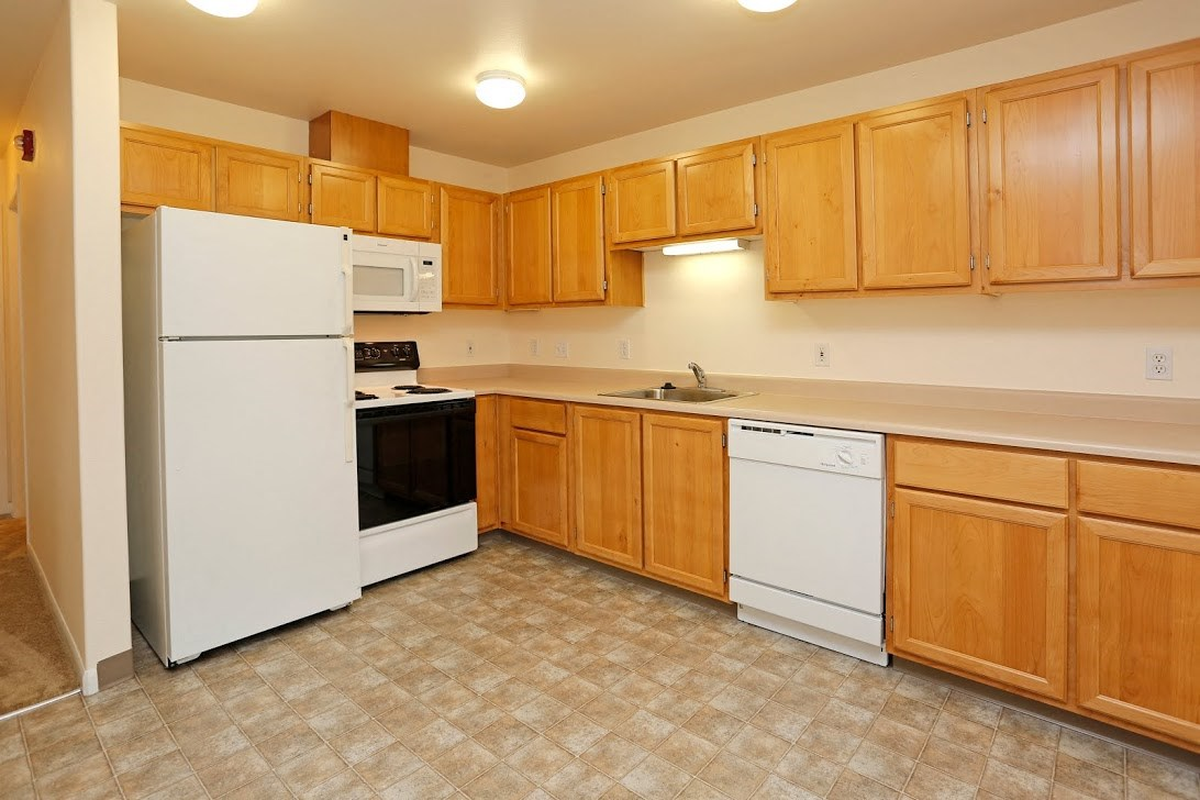 Kitchen l Redwood Commons Apartments McMinnville, OR