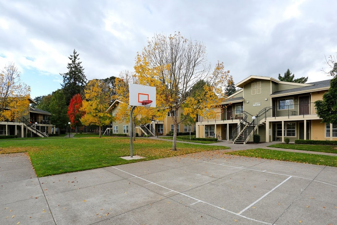 Basketball Court l Redwood Commons Apartments McMinnville, OR