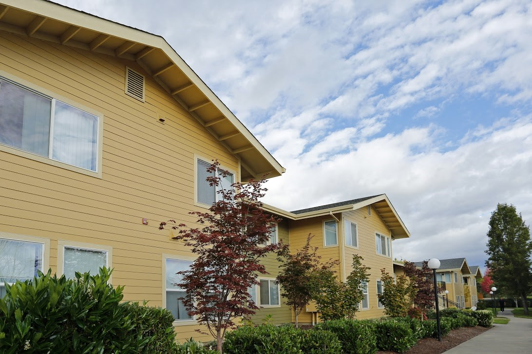 Exterior Building l Redwood Commons Apartments McMinnville, OR