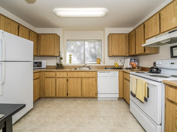 River Terrace Apartments | Kitchen