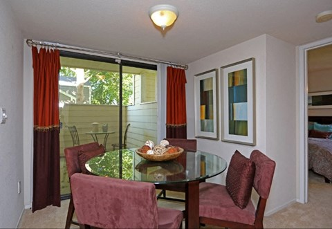 Dining Table at Riverstone apts for rent | Sacramento, CA