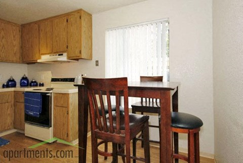 Dining Table | Riverstone apts in Sacramento, CA 95831