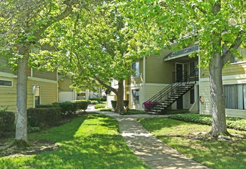 Lush Green Grounds | Riverstone apts in Sacramento, CA 95831