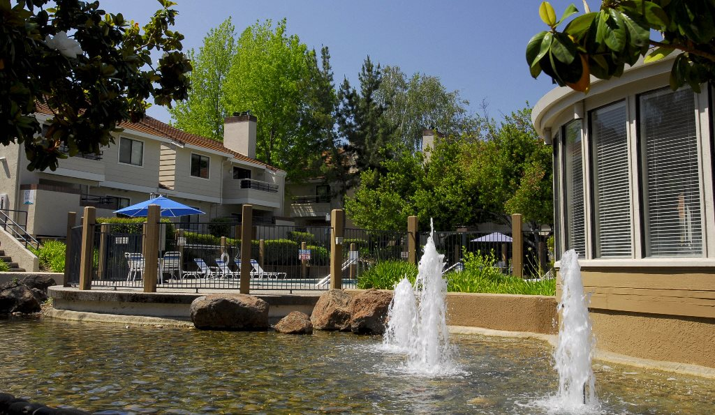 Exterior building by water feature  l Somersett Hills Apartments in Roseville Ca