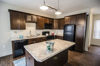 1122 Beech Street 1-2 Beds House for Rent Photo Gallery 1