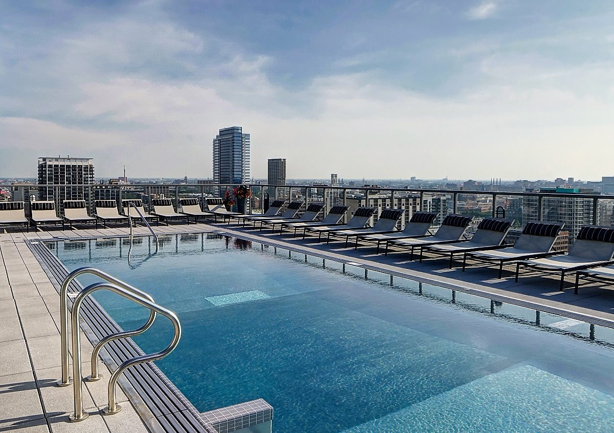 Luxury Apartments with Rooftop Pool in West Loop Chicago - Catalyst