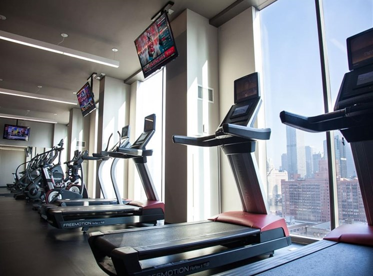 Fully Equipped Fitness Center at Catalyst, Chicago, IL,60661